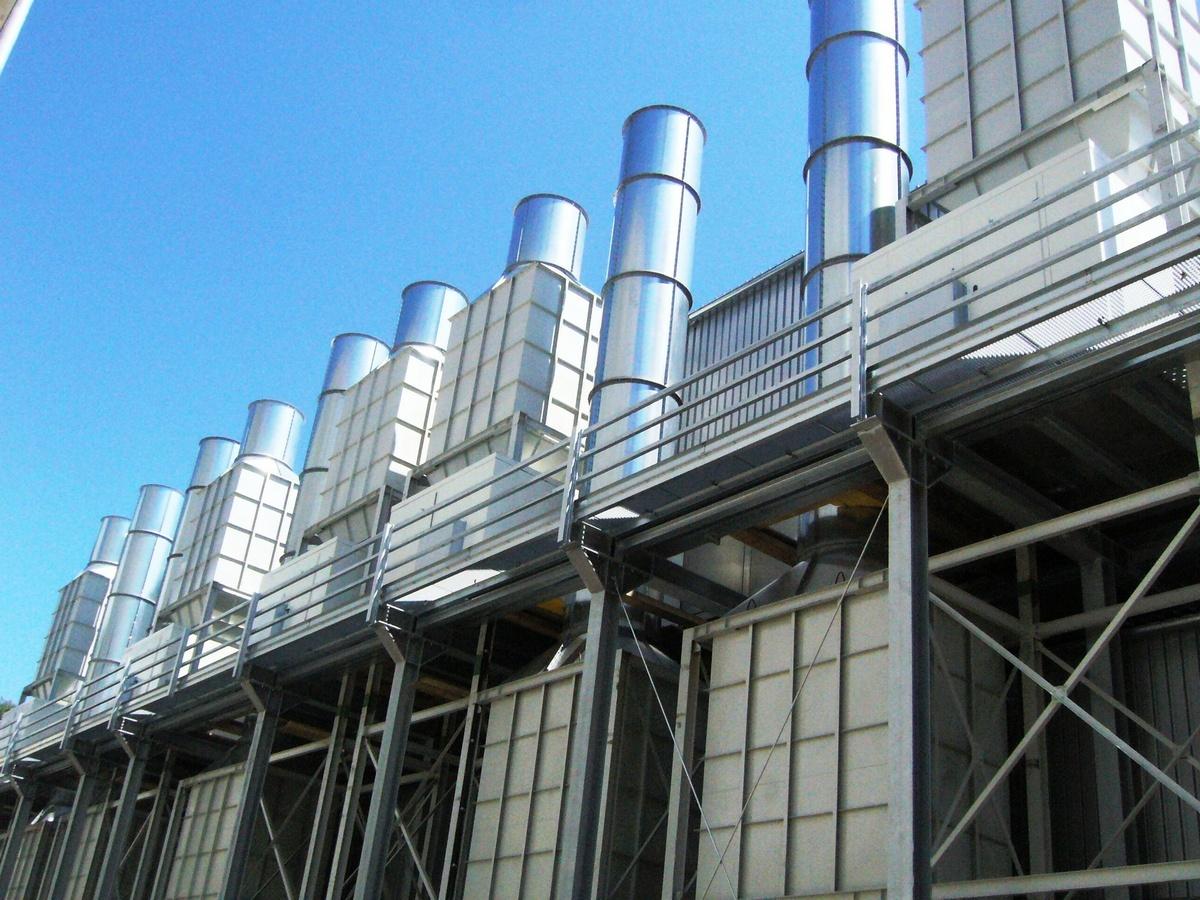 Kulisové tlumiče hluku (20 ks) sušky dřeva vč.  dodávky kanálů, komínů a ocelové konstrukce