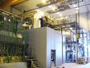Montage der Schallhaube für Dampfturbine